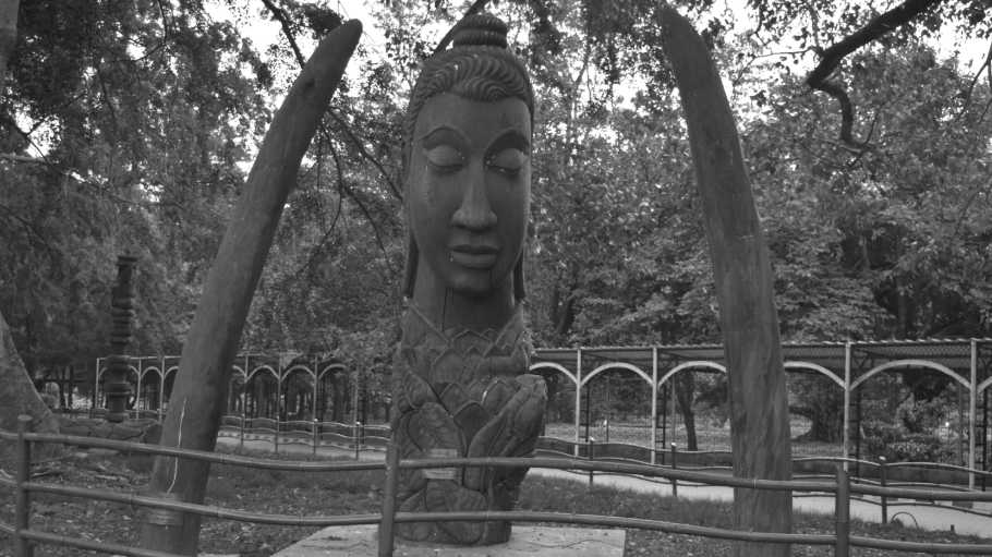 buddhist sculpture lalbagh botanical garden